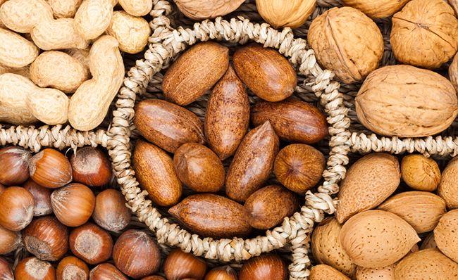 Různé druhy ořechů jako superpotraviny